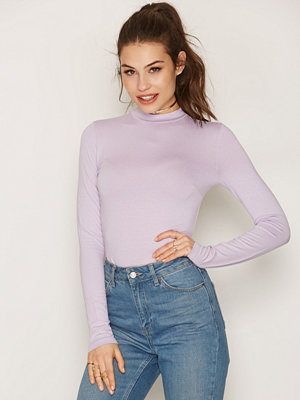NLY Trend Feeling Free Polo Top Lilac