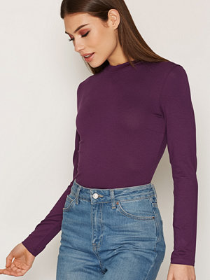 NLY Trend Feeling Free Polo Top Deep Purple