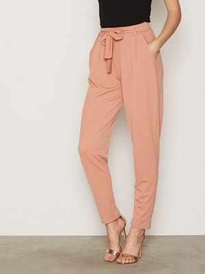 NLY Trend byxor Dressed Tie Pants Dark Rose