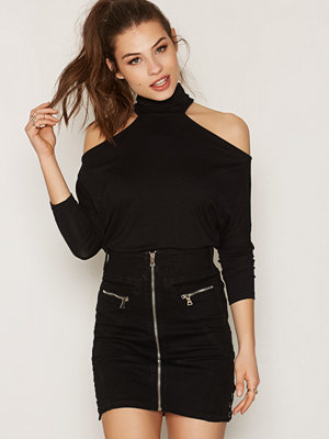 NLY Trend Choke Off Shoulder Top