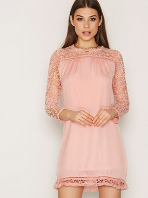 NLY Trend Spring Lace Dress Ljus Rosa