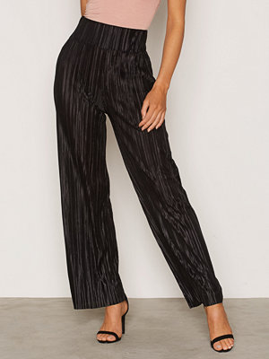 NLY Trend svarta byxor Pleated Wide Pants Svart