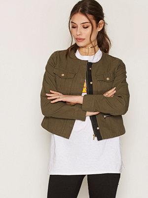 NLY Trend Short Detailed Jacket Grön