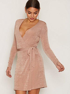 NLY Trend Glam Wrap Dress Rose