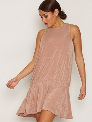 NLY Trend Glam Flounce Dress Rose