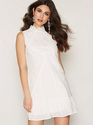 Dry Lake Jardin Dress White