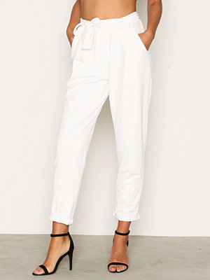 NLY Trend vita byxor Dressed Tie Pants Vit
