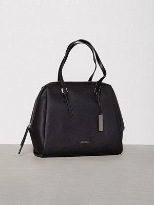 Handväskor - Calvin Klein M4RISSA Satchel Svart