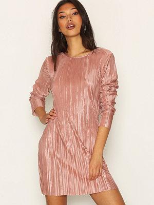 NLY Trend Plissé Open Back Dress Rose