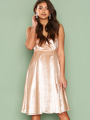 NLY One Light Velvet Midi Dress Champagne