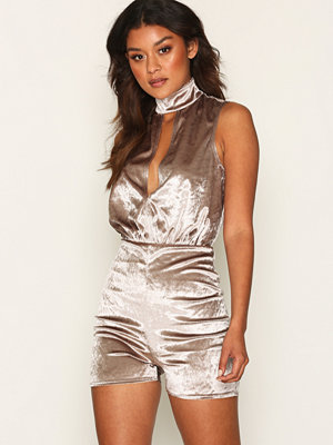 Jumpsuits & playsuits - NLY One Keyhole Velour Playsuit