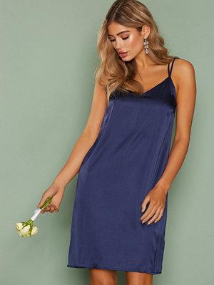 Festklänningar - NLY Trend Satin Exclusive Dress