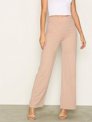 NLY Trend Crepe Straight Pants Beige byxor