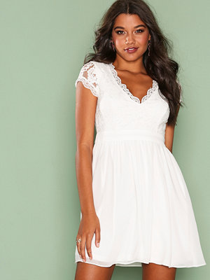 Festklänningar - NLY One Scallop Cup Dress Vit