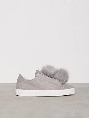 Sneakers & streetskor - Bianco Pom Pom Sneakers Grå