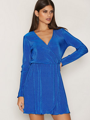 NLY Trend Pretty Pleats Dress Cobolt Blue