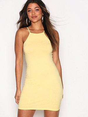 NLY Trend High neckline dress Gul