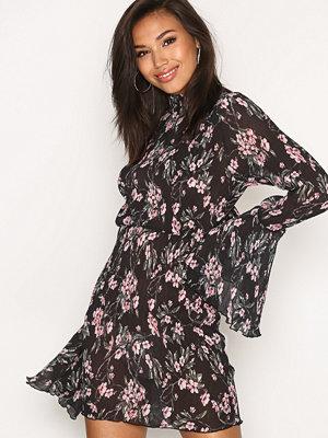 Missguided Pleated Frill Sleeve Mini Dress Black