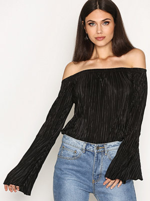 NLY Trend Off Shoulder Plissé Top Svart