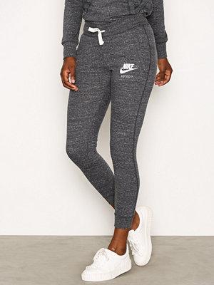 Nike grå byxor NSW Gym Vintage Pant Antracit