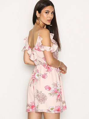 NLY Trend Frill Shoulder Dress Rosa Mönstrad