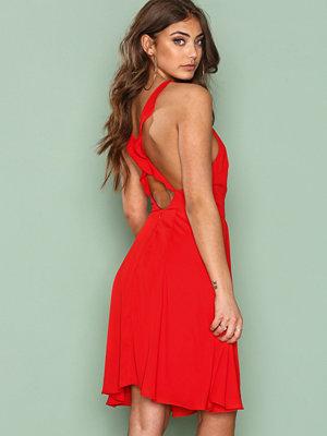 NLY One Frill Off Dress Röd