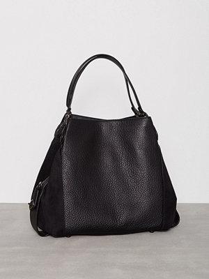 Handväskor - Coach Edie 42 Shoulder Bag Svart
