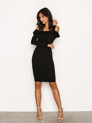 NLY Trend Frill Off Shoulder Dress Svart