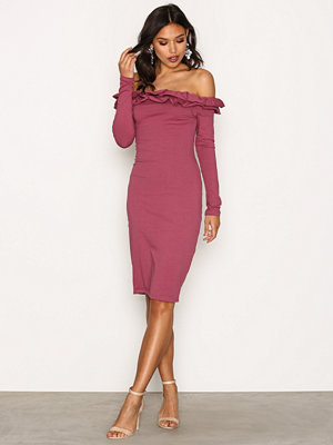NLY Trend Frill Off Shoulder Dress Rose Berry
