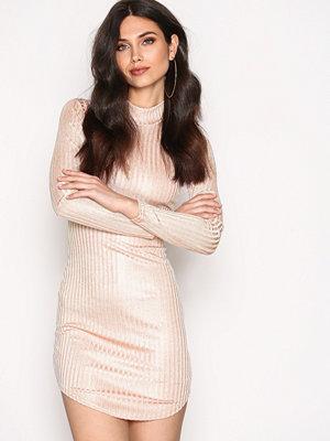 NLY Trend Off Duty Luxury Dress Dusty Rose