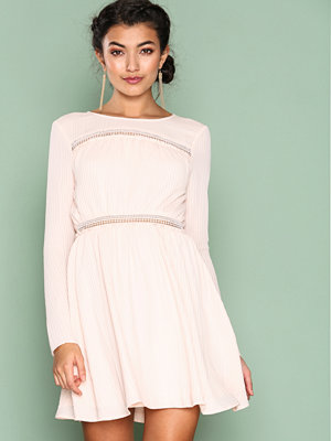 NLY Trend Dream About Me Dress Ljus Rosa