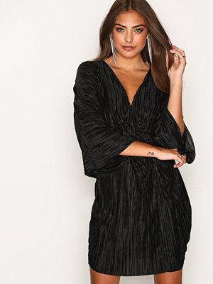 NLY Trend Knot Pleat Kimono Dress Svart