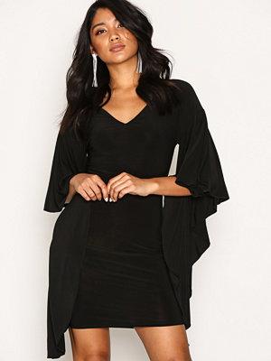 NLY One Dramatic Sleeve Dress Svart