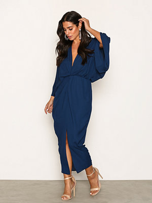 NLY One Twist Front Midi Dress Mörk Blå