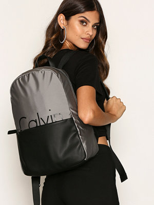 Calvin Klein omönstrad ryggsäck K60K603774902 Grey