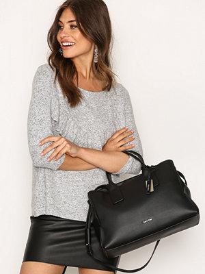 Handväskor - Calvin Klein MILLI3 Business Tote Svart