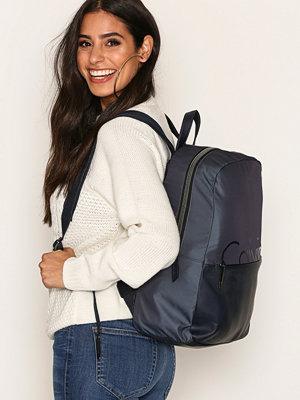 Calvin Klein ryggsäck K60K603774908 Ombre Blue