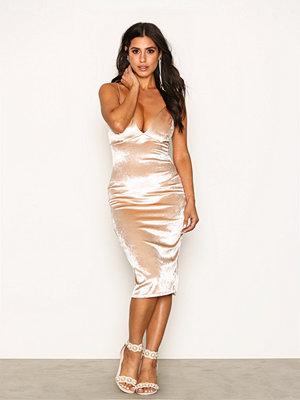 NLY One High Shine Velvet Dress Champagne