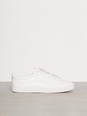 Sneakers & streetskor - New Look Patent Ribbon Lace Trainers White