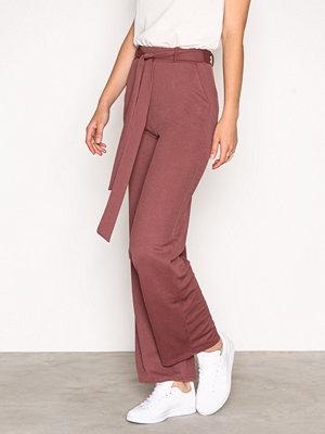NLY Trend omönstrade byxor Dressed Wide Pants Dark Rose