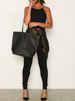 Handväskor - Pieces Pclellis Shopper Svart