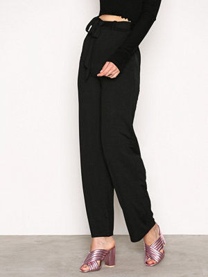 NLY Trend svarta byxor Dressed Wide Pants Svart