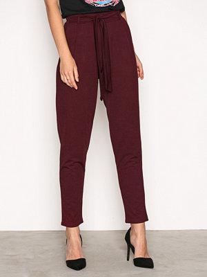 NLY Trend vinröda byxor Dressed Tie Pants Burgundy