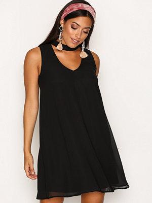 Only onlMANTA Choker S/L Short Dress Wvn Svart