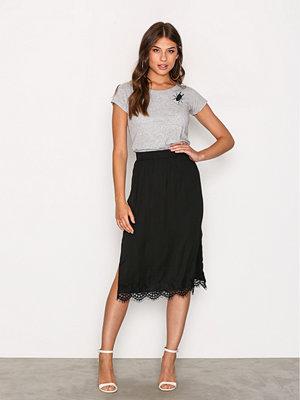MOSS Copenhagen Donny Polysilk Skirt Black Lace