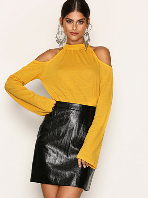 NLY Trend Cold Shoulder Summer Top Gul