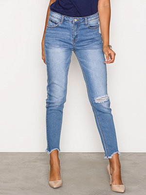 Glamorous Raw Hem Ripped Knee Jeans Mid Blue
