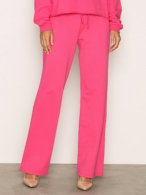 NLY Trend rosa byxor Highwaist Wide Joggers Bright Pink