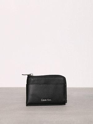 Plånböcker - Calvin Klein Sarah Pouch Card Holder Svart