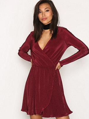 NLY Trend Pretty Pleats Dress Burgundy